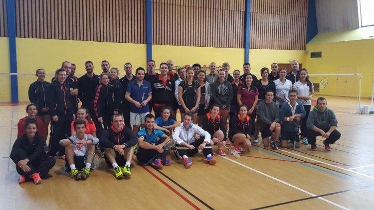 Le championnat de l'Ain par équipes en Départementale 1 a débuté dimanche 9 octobre 2016 à Bourg en Bresse. Qui de Saint-Genis-Pouilly, Ambérieu-en-Bugey 2, Prévessin, Bellegarde Sur Valserine, Bourg-Ceyzériat 4 et Oyonnax sera sacrée championne de l'Ain par équipes 2017 ? Réponse le 19 mars 2017.